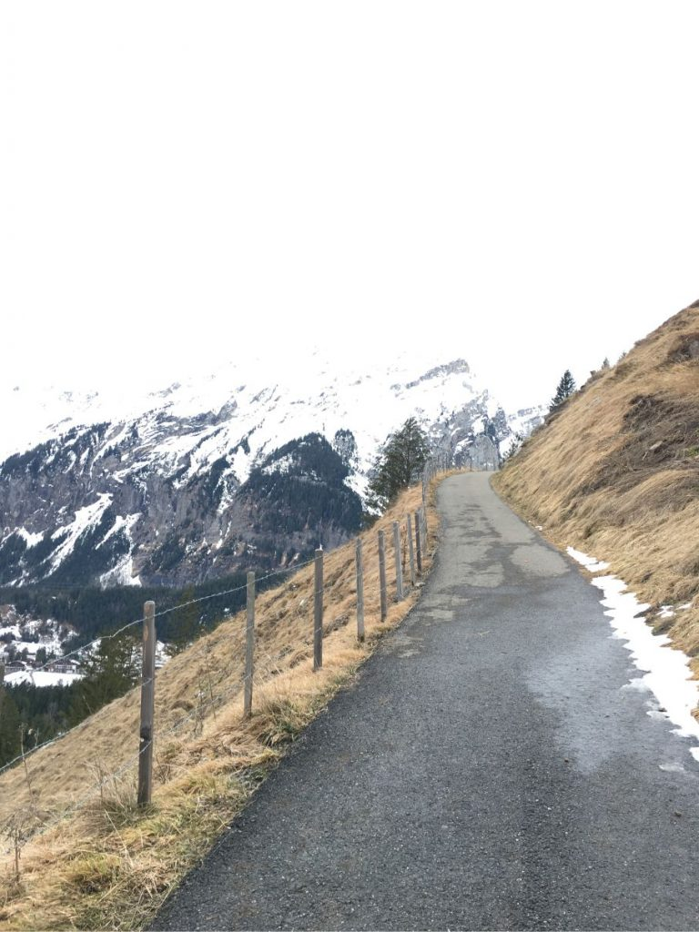 Oeschinensee hiking trail