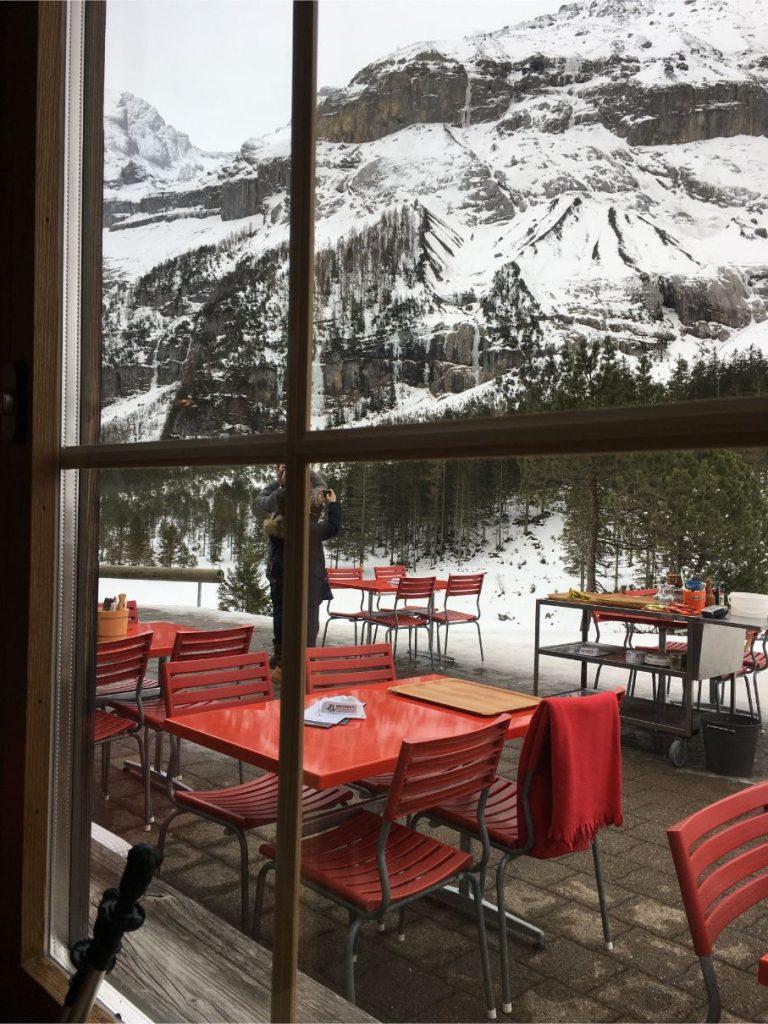 oeschinensee restaurant balcony