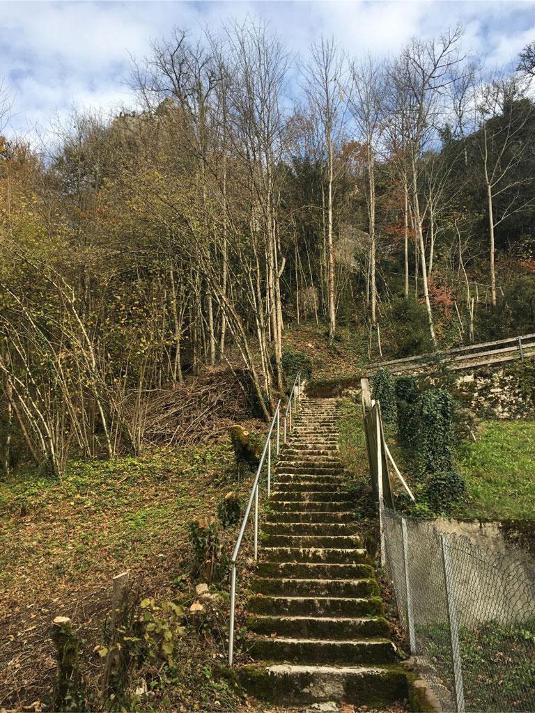 The path to Saint Ursanne chapel