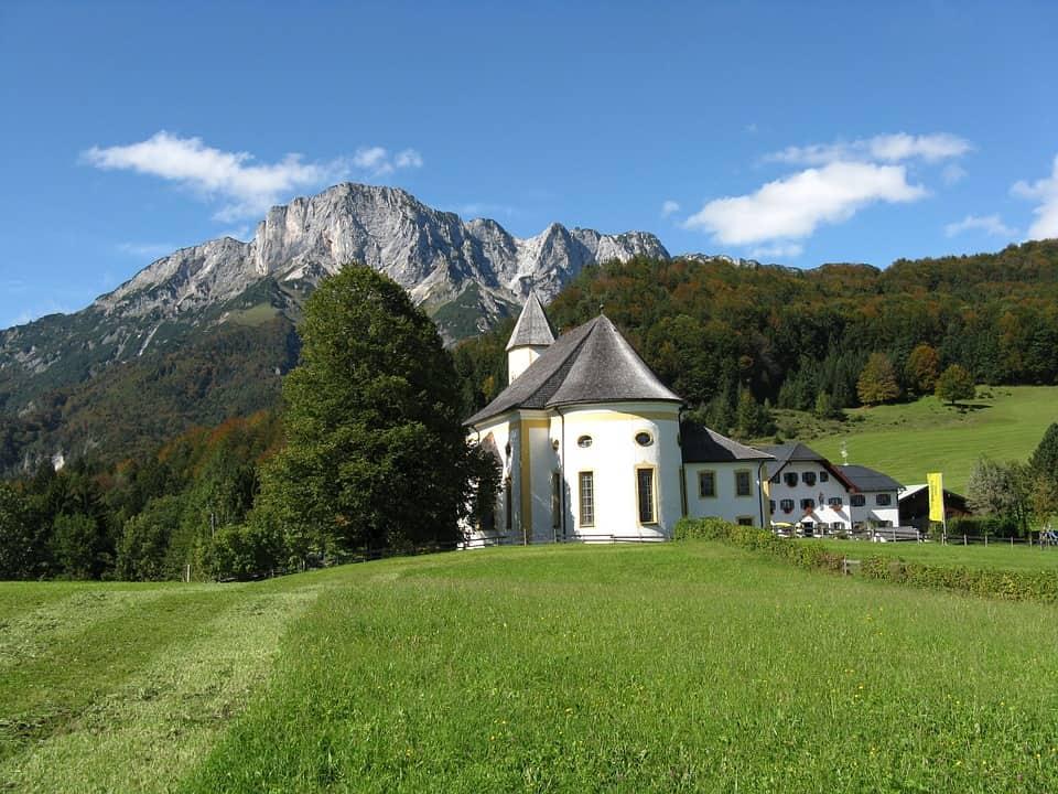 hiking in schellenberg